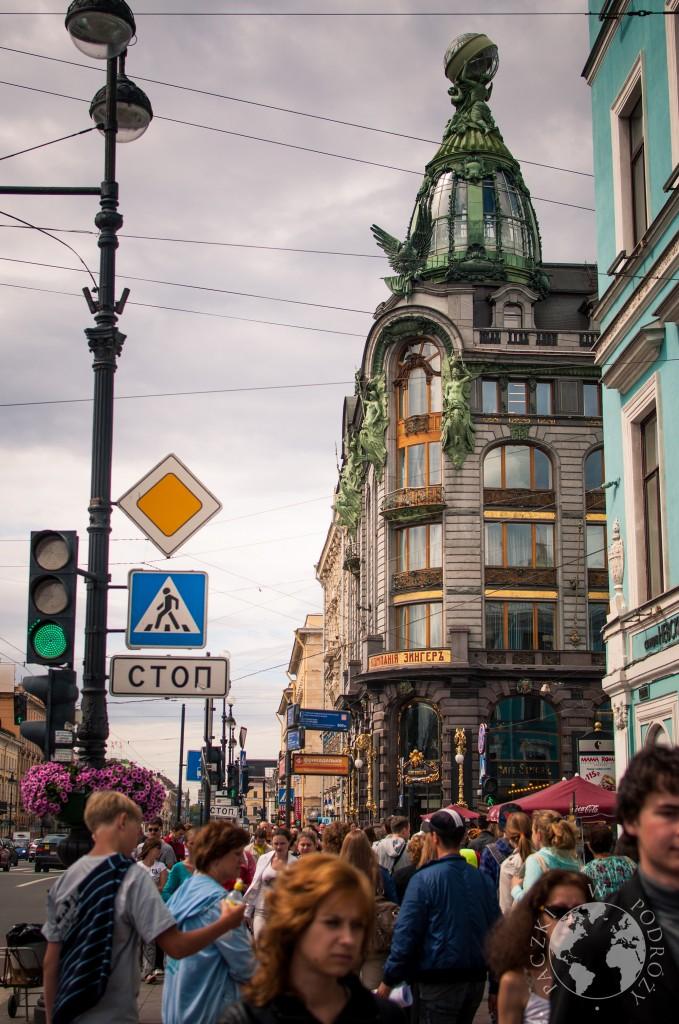 Jedna z najbarzdiej uczęszczanych ulic w Sankt Petersburgu - Nevsky Prospekt, Rosja