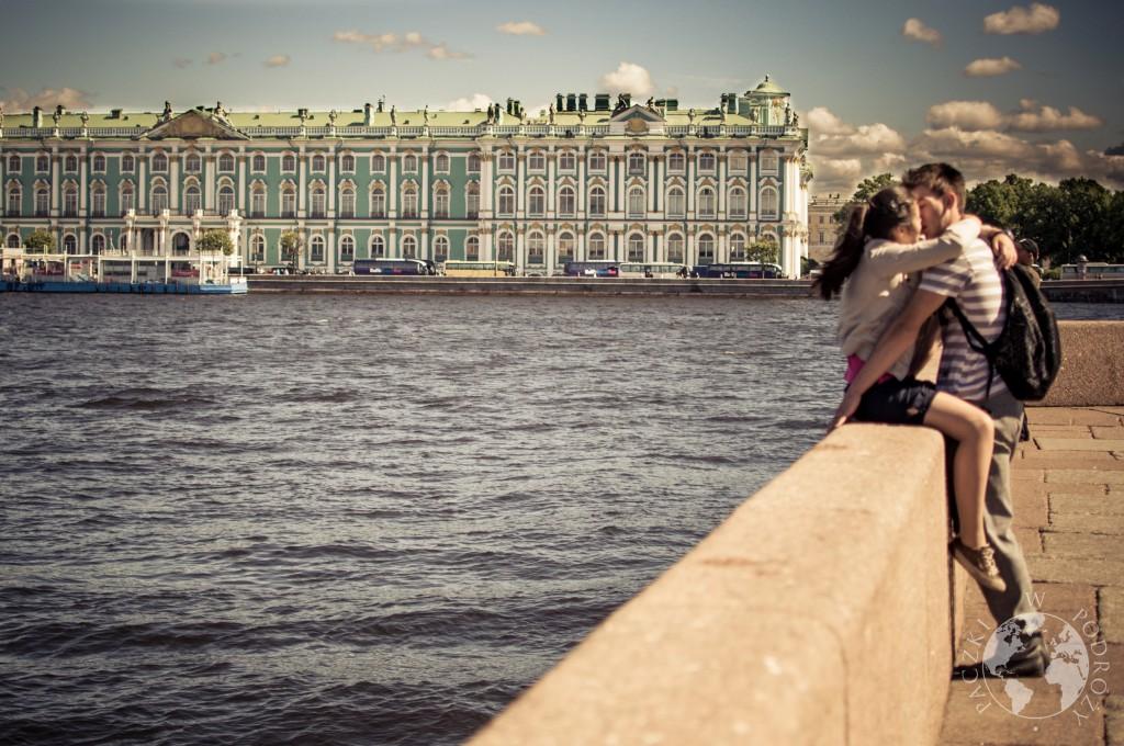 Ermitaż nad rzeką Nevą w Sankt Petersburgu, Rosja