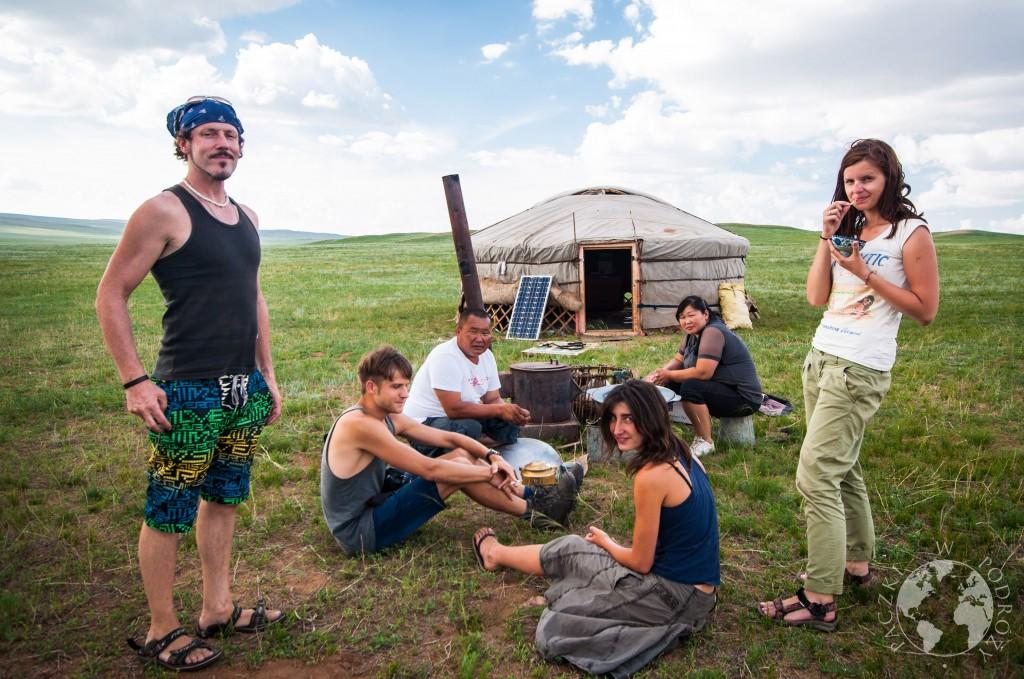 Mongolska jurta na stepie w Mongolii