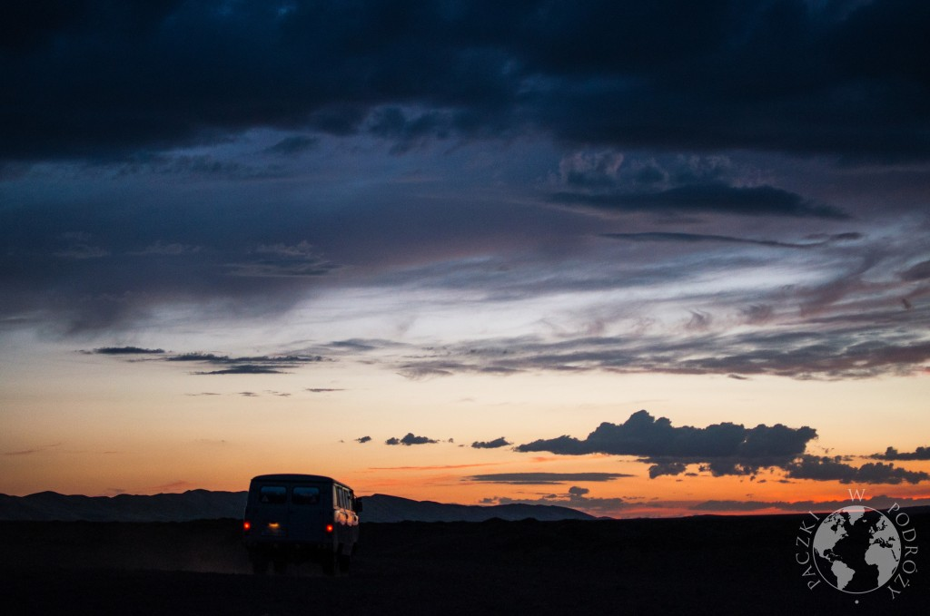 UAZ, pustynia Gobi, Mongolia
