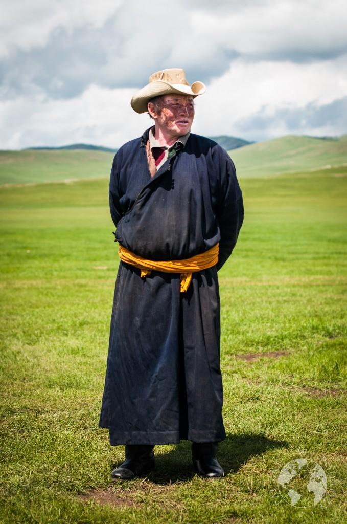 Mongolski nomad na stepie, Mongolia