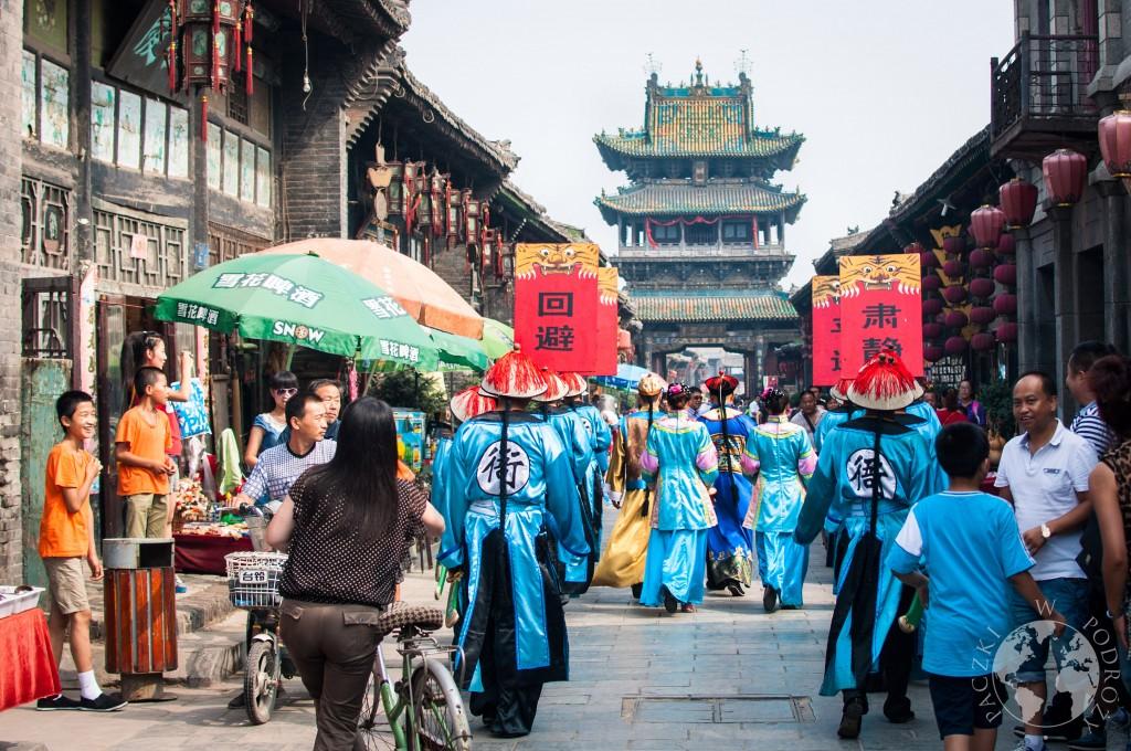 Parada na starym mieście w Pingyao, Chiny