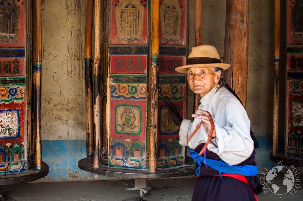 Młynki modlitewne w buddyjskim klasztorze w Xiahe, Chiny