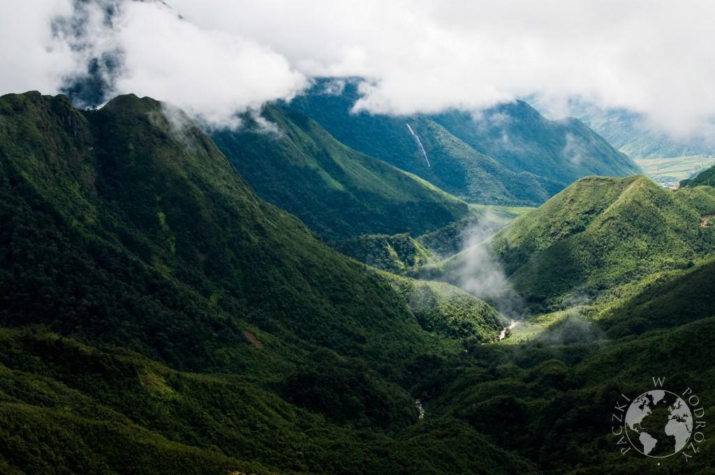 Pełne zieleni góry nieopodal Sapa