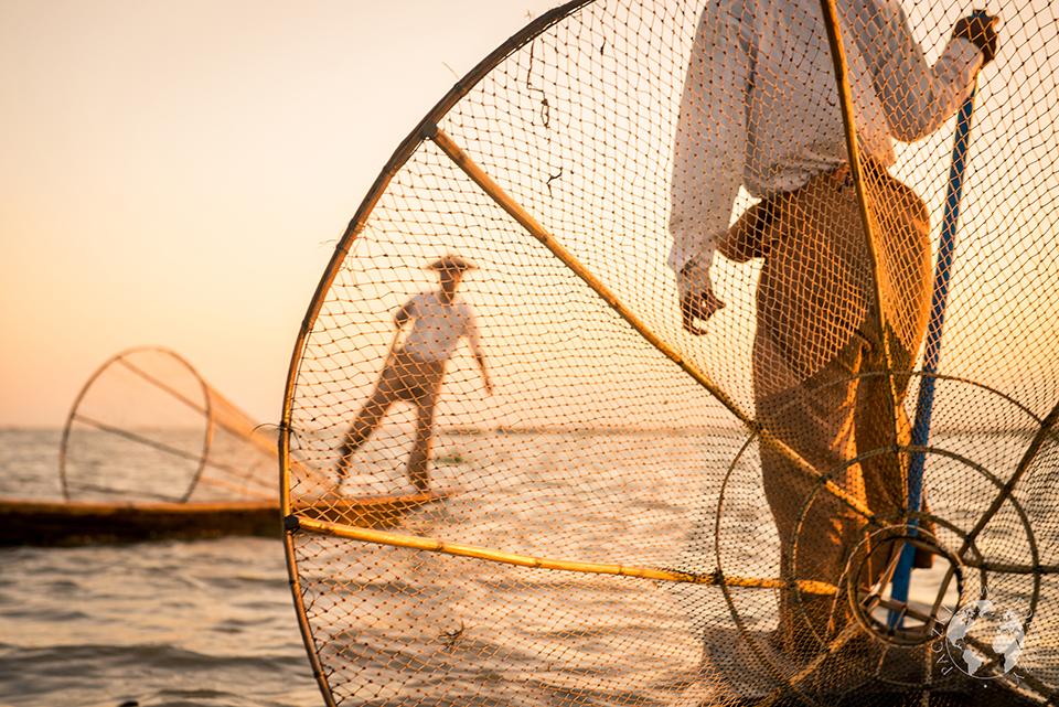 Rybacy na jeziorze,  Inle, Birma