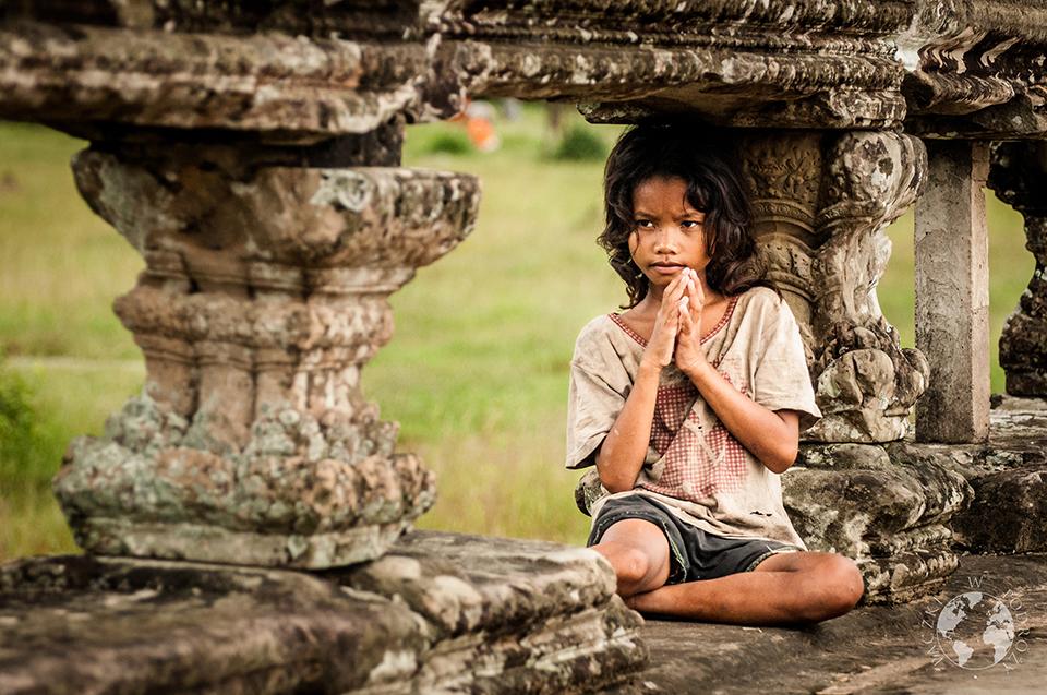 Mała żebraczka, Angkor, Kambodża